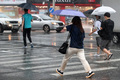 폭우에 바빠진 발걸음