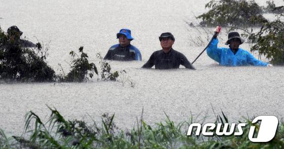 폭우 속 의암댐 실종자 수색