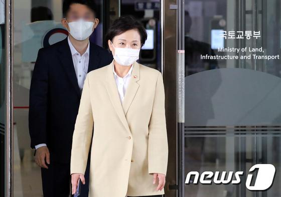 역대 최장수 국토부 장관 된 김현미 장관
