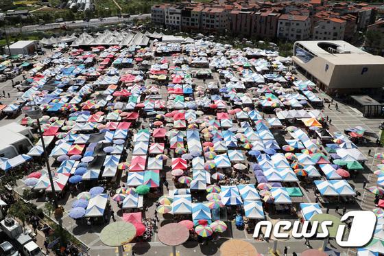 12번 미룬 모란민속5일장 추석 앞두고 개장