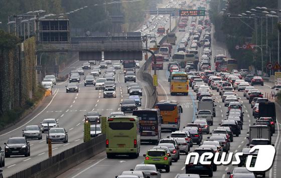 '늘어나는 귀성길 교통량'