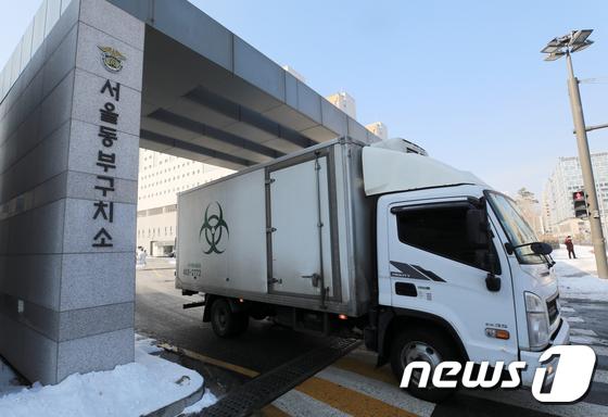 서울 동 구치소 오늘 8 차 종합 검사 … 대구로 이송 된 여성 수감자 모습