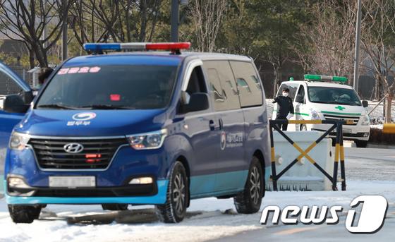 동부 구치소 '음성'여성 수감자 250 명, 대구 교도소로 이송 (총 2 계단)