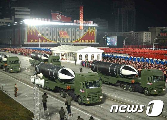 북한 열병식서 신형 SLBM '북극성-5ㅅ' 공개