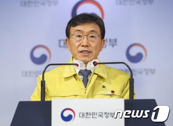정부, 거리두기·5인 모임금지 2주 연장