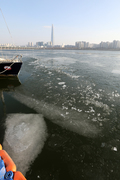 다시 찾아온 추위...얼어붙은 한강