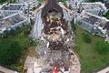 [사진] 강진에 산산조각 난 인도네시아 주 청사 건물