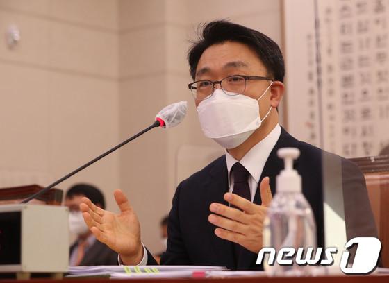 김진욱, 취임을 앞둔 첫 대중 교통 과장… 산을 건너는 태스크 산