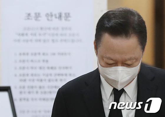 김상하 회장 빈소 찾은 박용만 대한상의 회장