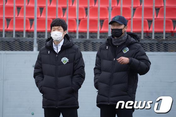박지성 전북 고문 … 남해 필드 트레이닝 방문, 선수단 첫 만남