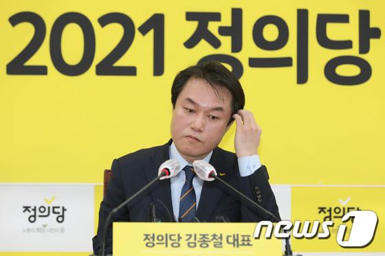 김종철 정의당 대표, 성추행 의혹으로 사퇴