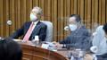 참석자 발언 경청하는 김종인 비대위원장