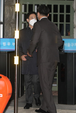 구치소 나서는 손준성 검사....'구속영장 청구 기각'