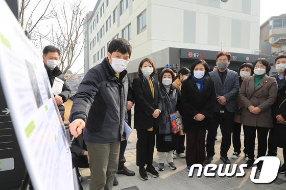 박영선 '청년', 나경원 '소방관', 안철수 '의료'… 설날에도 바쁘다