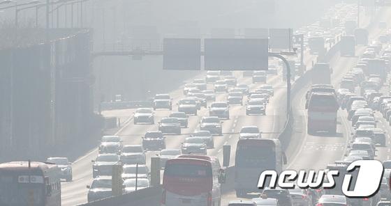 전국 초 미세 먼지 농도 대부분 '나쁨'… 서부 지역 '경고'지속