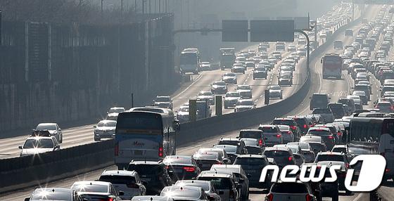 귀경으로가는 길의 혼잡이 점차 해소 … 주요 고속도로 '혼잡'구간에서 원활한 소통