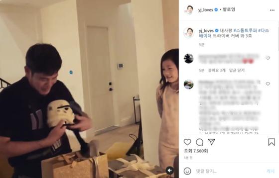 """""""내 사랑 3 호""""… 정용진 부회장, 셋째 딸의 '깜짝'얼굴 공개"""