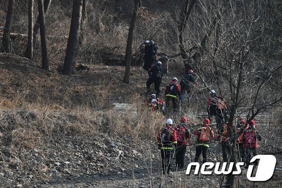 18 시간 만에 정선 노추산 화재 진압 … 숲 12ha 재 (총)