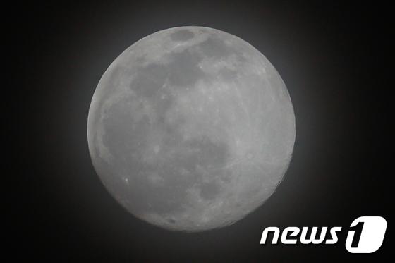 정월대보름 \'둥근 달 감상하세요\'
