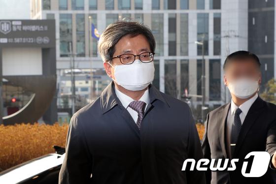 폭풍 후 '김명수 거짓 설명'… 혼돈의 사법부