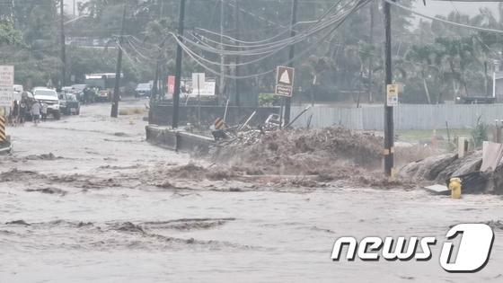 하와이, 25 년 만에 폭우로 긴급 선포 … 댐 붕괴 우려로 대피 명령