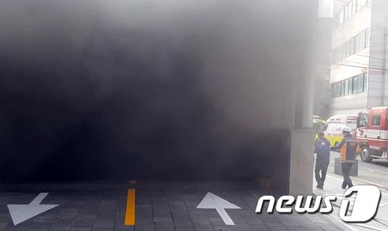 마포 호텔 화재, 밖으로 뿜어지는 매케한 연기