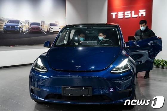 비트 코인으로 Tesla 전기 자동차를 구입할 수 있지만 세금 폭탄에 대비해야합니다