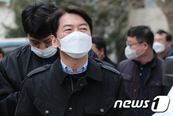 """박영선 '아줌마'라고 불렀던 안 … 지적인 데이트 """"나는 집없는 삼촌이다"""""""