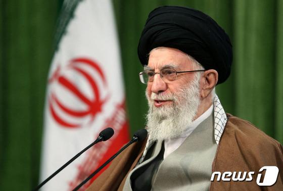 """이란 외무부는 """"미국의 단계적 제재 해제 거부… 모두 해제되어야한다"""""""