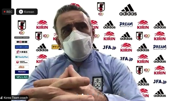 """벤토 감독 """"일본과 한국의 의미를 잘 알고있어 준비 시간은 짧지 만 결과를 가져다 줄 것"""""""