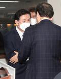 이낙연 대표 축하받는 김영춘 후보