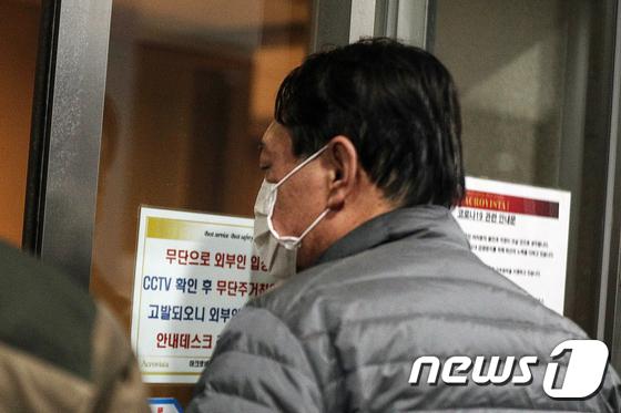 사퇴 사흘만에 모습 드러낸 윤석열 전 총장