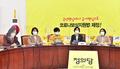 정의당 의원총회에서 발언하는 강은미 비대위원장