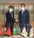 악수하는 이성희 농협중앙회장과 주한 베트남 대사