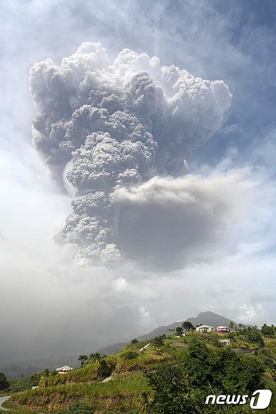 카리브해 세인트 빈센트 화산이 결국 분화합니다… 화산재 위 6km까지