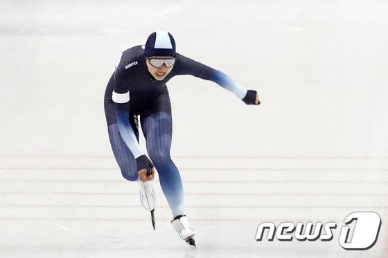 3000m 결승, 역주하는 김보름