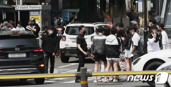 오전부터 젊은층들로 붐비는 강남 클럽
