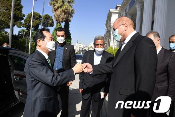 인사 나누는 정세균 총리와 이란 국회의장