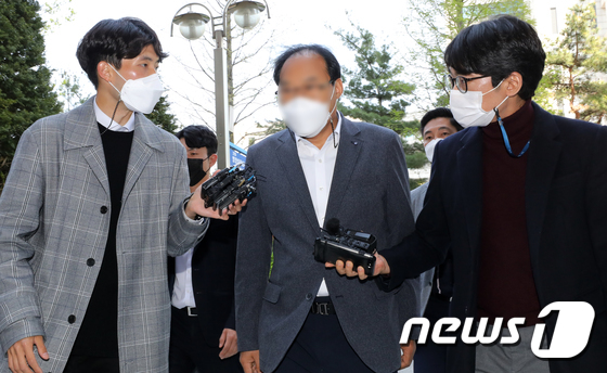 부동산 투기 혐의 전 인천시의원 영장실질 심사 출석