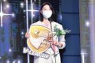 """MVP 수상 '배구 여제' 김연경 """"배구 발전 위해 모두가 노력해야""""(종합)"""