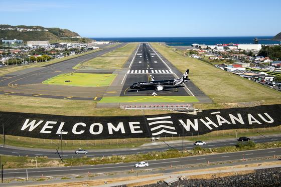 """""""화난 환영""""… 뉴질랜드는 1 년 만에 외국인 방문객을 맞이합니다"""