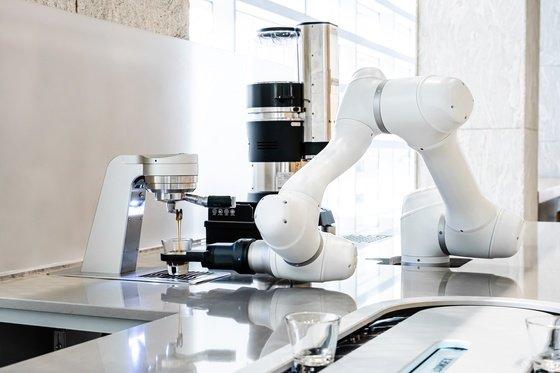 라운지랩, '바리스타와 협업' 로봇 개발…분당 두산타워서 운영