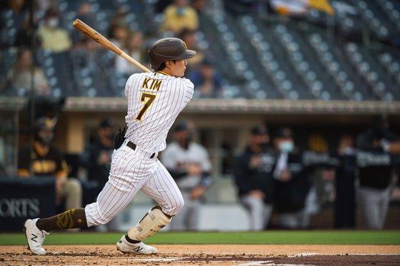 김하성 MLB 선발 첫 경기 멀티 히트… 견인 SD 3 연승 (총 2 걸음)