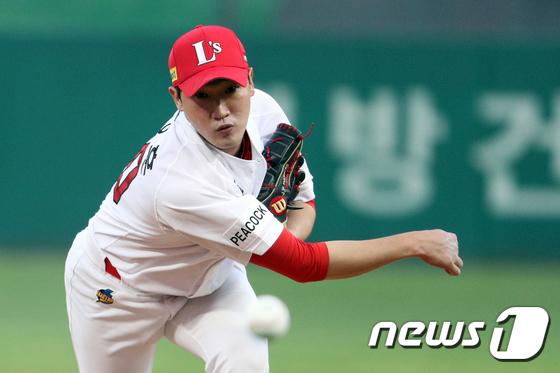 박종훈의 시즌 첫 승리는 어린이 팬들 앞에서 더 의미 있었다.