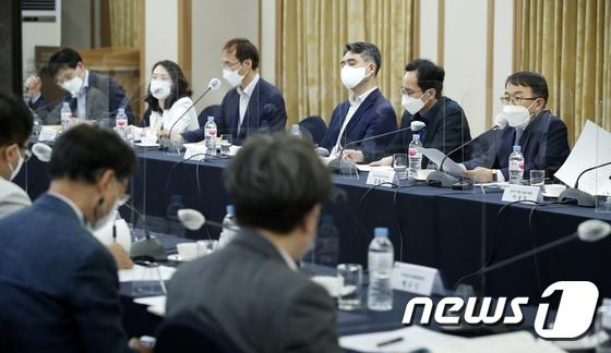 일자리위원회 \'문재인 정부 일자리 정책 성과는?\'