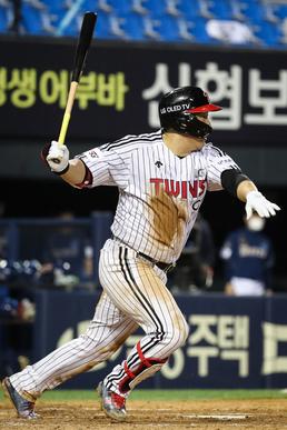 적시타 날리는 LG 김현수