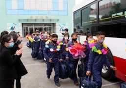 험지로 자원해 진출하는 북한 황해북도 청년들