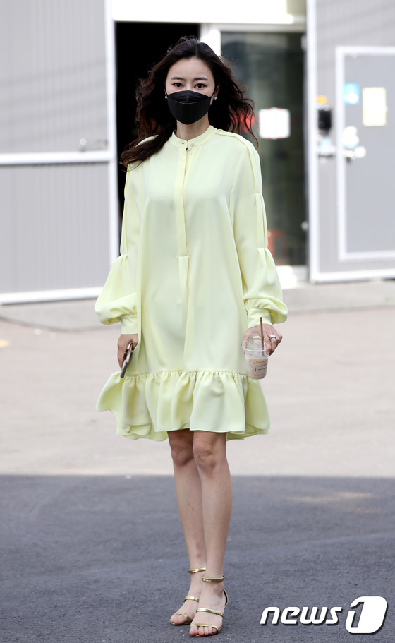 김효진, 모델 출신다운 매력적인 자태