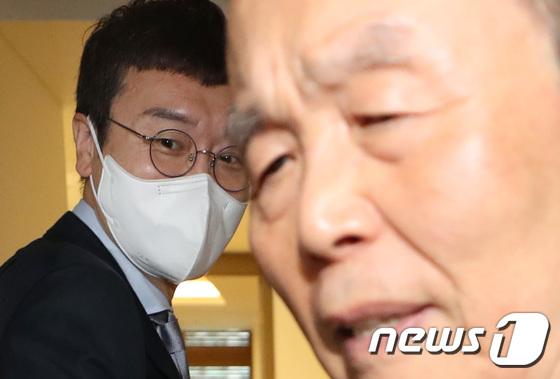 회동하는 김종인·김웅
