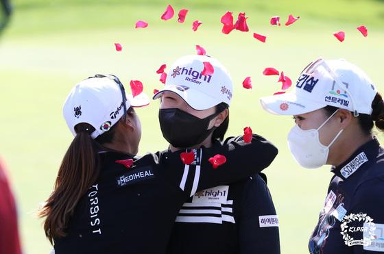 우승 축하받는 곽보미
